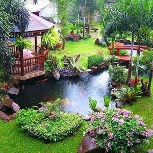 sisa halaman rumah yg dibikin taman dan kolam ikan kaya gini terlihat sejuk dan indah banget ya moms . . . ???? : . ? #tamanrumah #inspirasitaman #desaintaman #inspirasikebun #tamanminimalis #tanamanhijau #terasrumah #tamanku #halamanrumah #tamankering #pojokfavorit #desaintamanrumah #tamancantik #kebunrumah #rumahtropis
